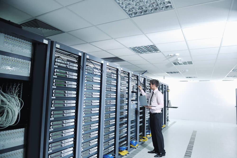 Virtualização de servidores: entenda o impacto na performance de TI